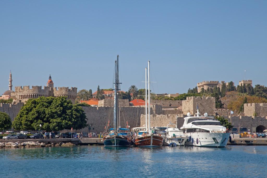 Rodosz város a tenger felől