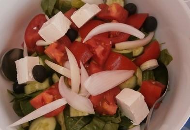 Az ebéd elmaradhatatlan része: a görögsaláta